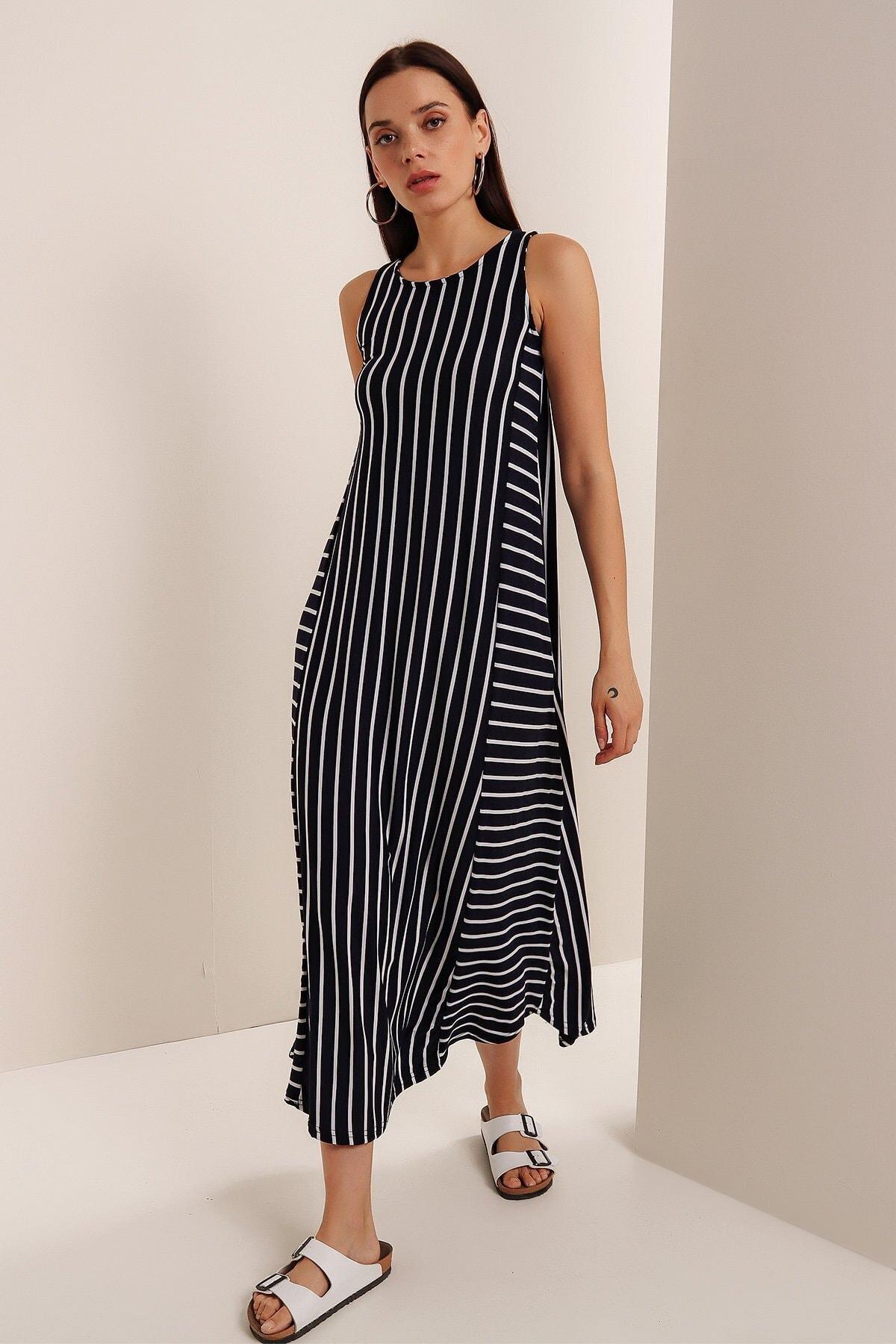 Kadın Lacivert Çizgili Sıfır Kol Elbise