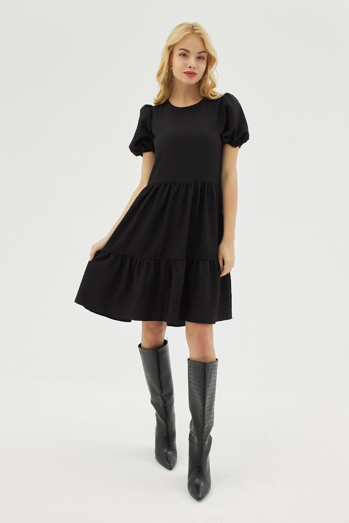 Kadın Siyah Dokulu Balon Kollu Volanlı Elbise P21s201-2172