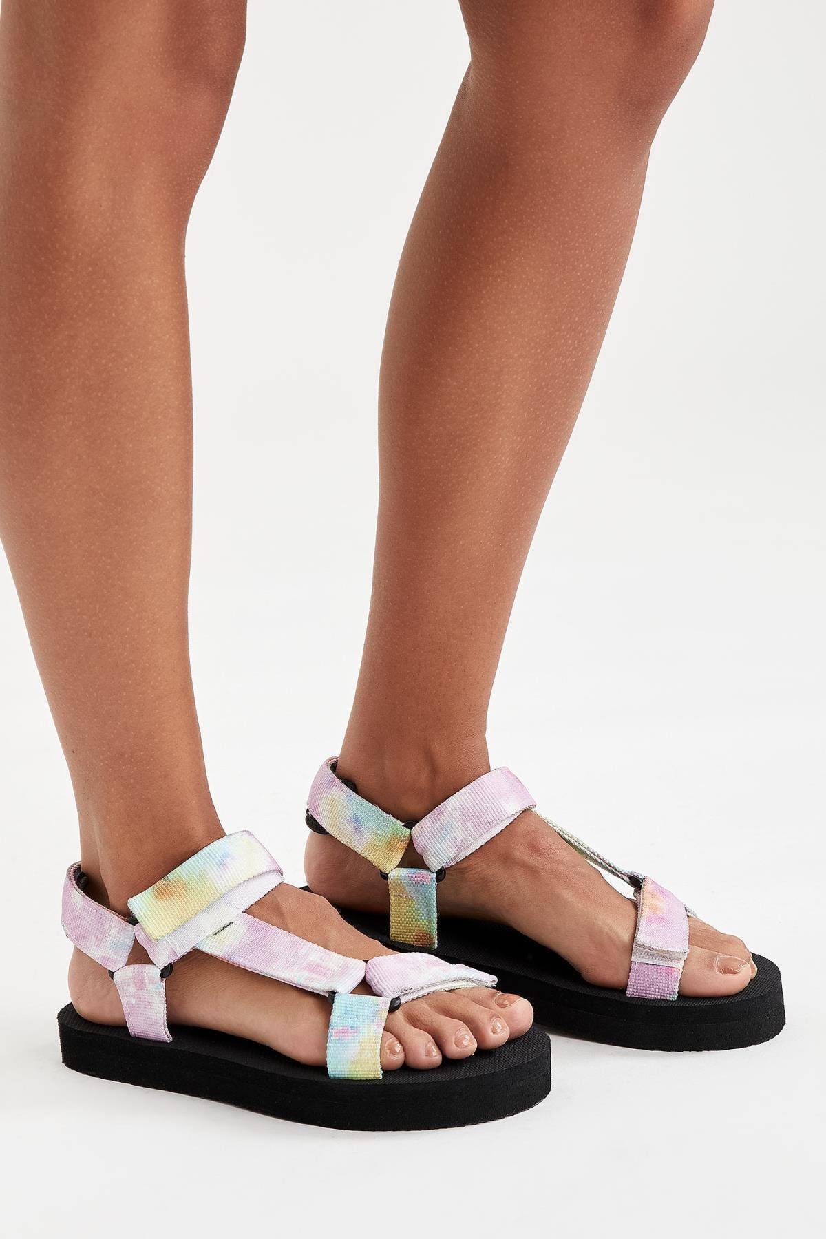 Çift Bantlı Renkli Sandalet