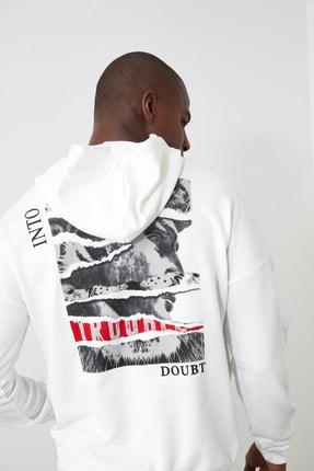 TRENDYOL MAN Beyaz Erkek Kapüşonlu Uzun Kollu Sırt Baskılı Sweatshirt TMNAW20SW0489 1