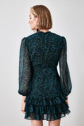TRENDYOLMİLLA Yeşil Desenli Volanlı Elbise TWOAW21EL1442 4