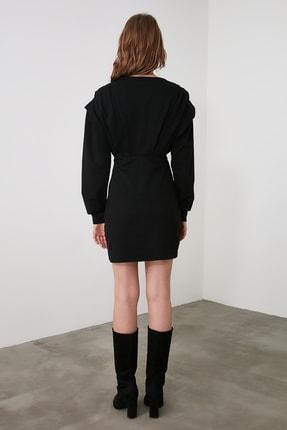 TRENDYOLMİLLA Siyah V Yaka Beli Oturan Örme Elbise TWOAW21EL1976 4