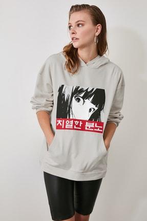 TRENDYOLMİLLA Bej Kapüşonlu ve Baskılı Oversize Örme Sweatshirt TWOAW21SW0188 2