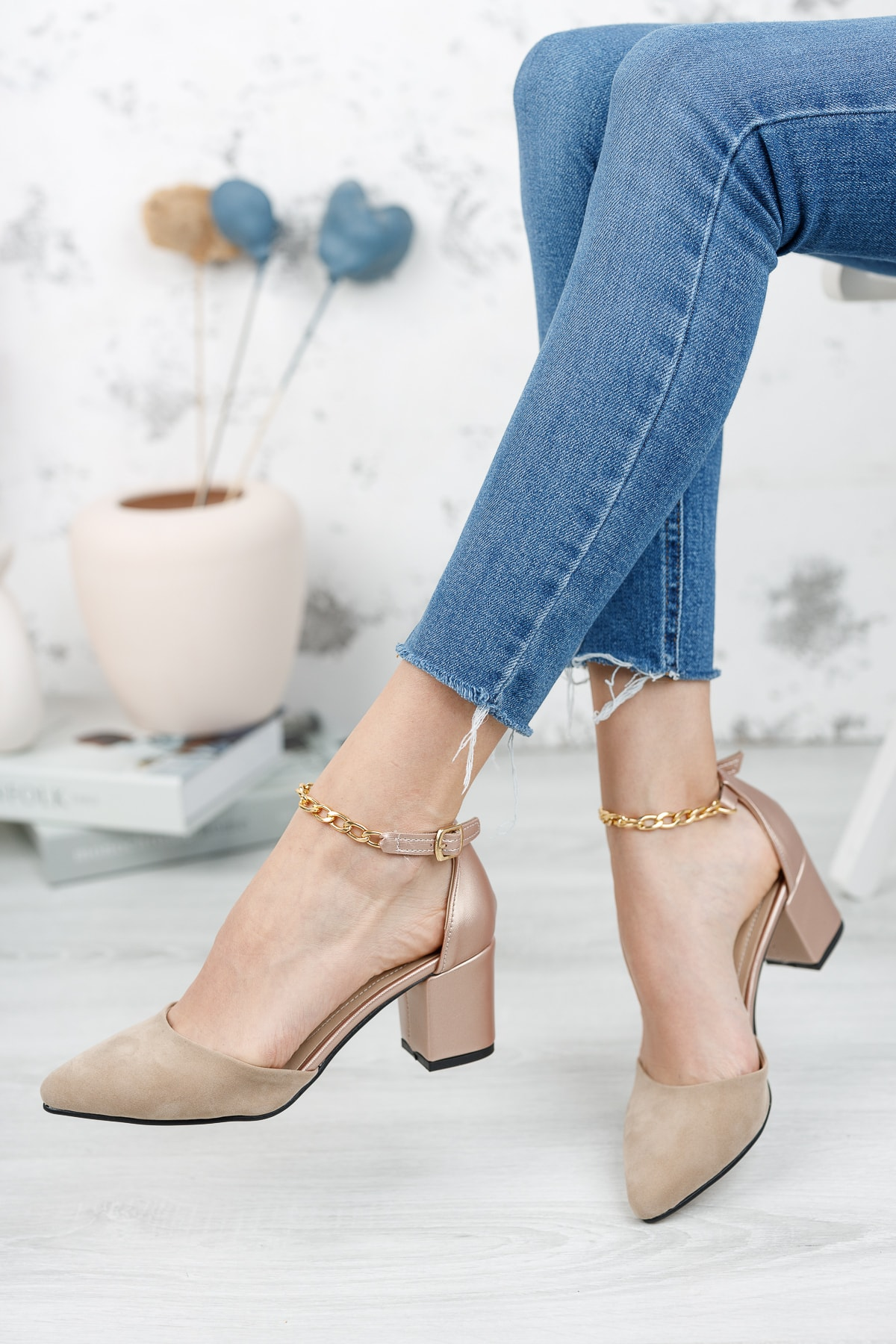 Kadın, Bilekten Zincirli, Klasik Kısa Topuklu Ayakkabı