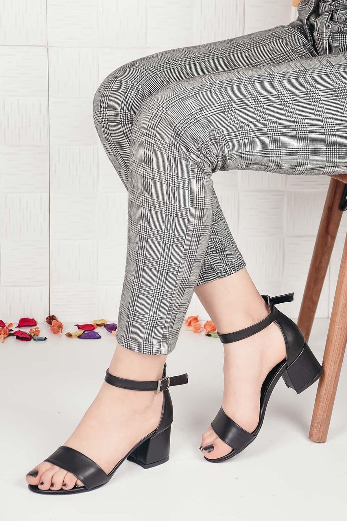 Kadın Siyah Deri Tek Bant Kalın Topuklu Ayakkabı Ba20516