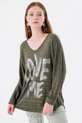Pua Fashion Kadın Haki V Yaka Önü Yazılı Simli Bluz 2