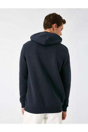 Koton Erkek Lacivert Kapüsonlu Uzun Kollu Baskili Sweatshirt 3