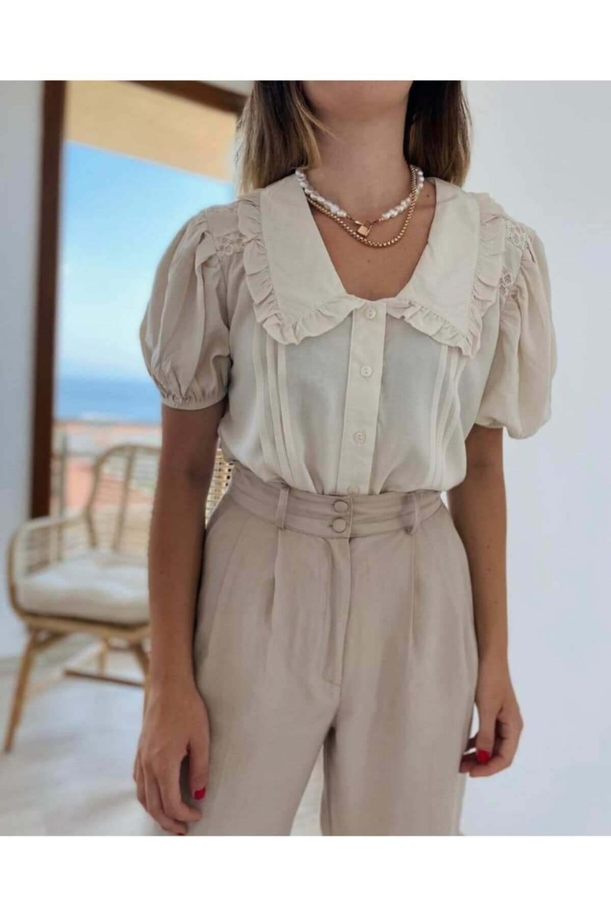 Bej Kadın Gömleği Dantel Detaylı
