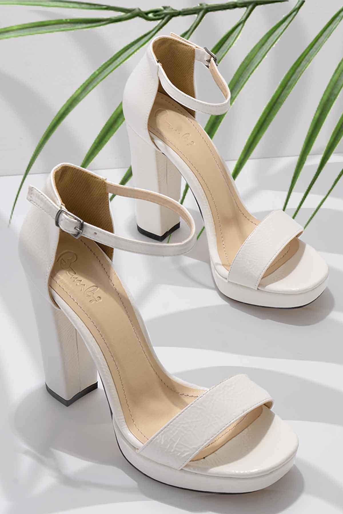 Beyaz Rugan Kadın Abiye Ayakkabı K01674001698