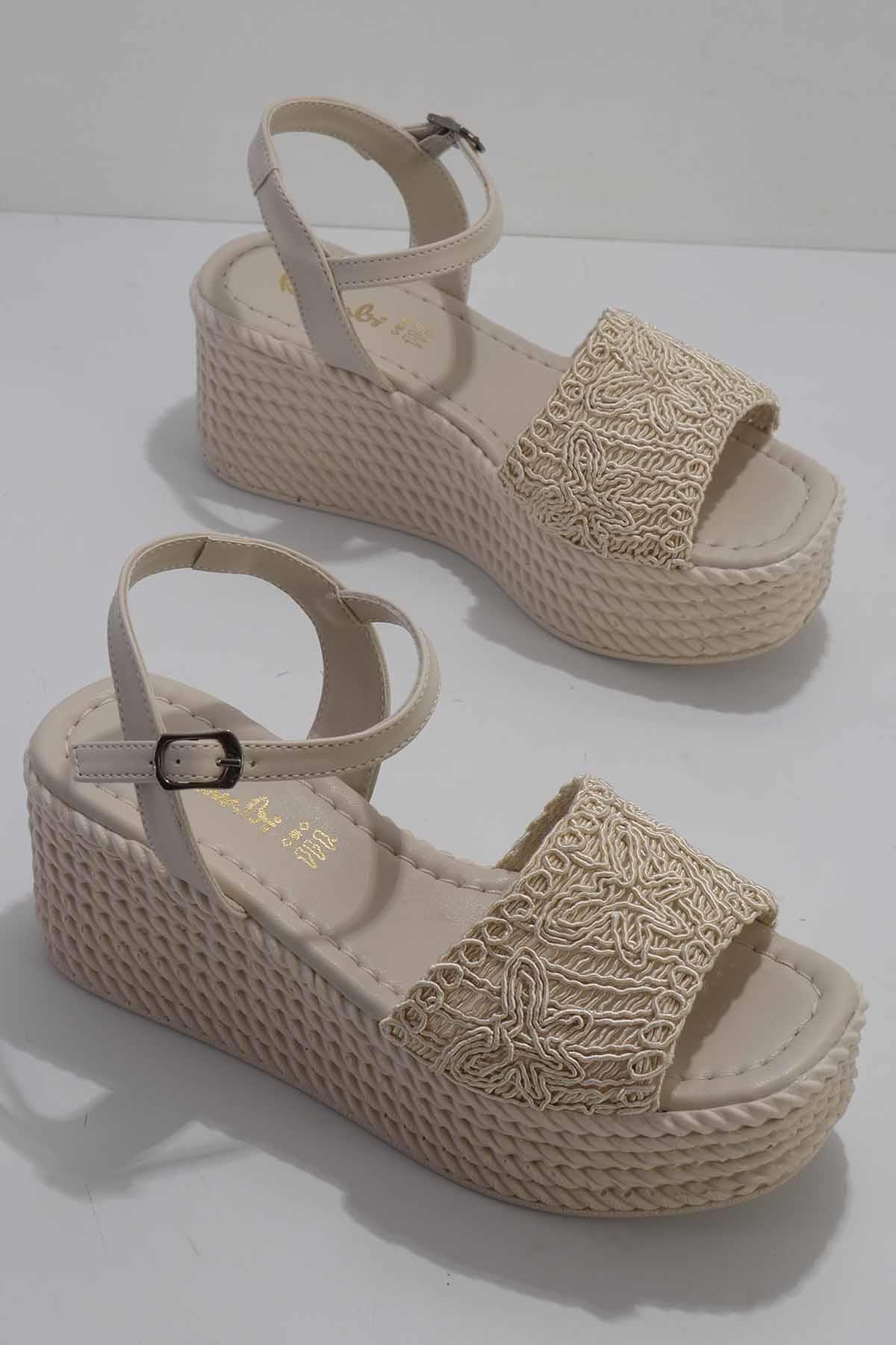 Bej Örgü Kadın Sandalet K05836010116
