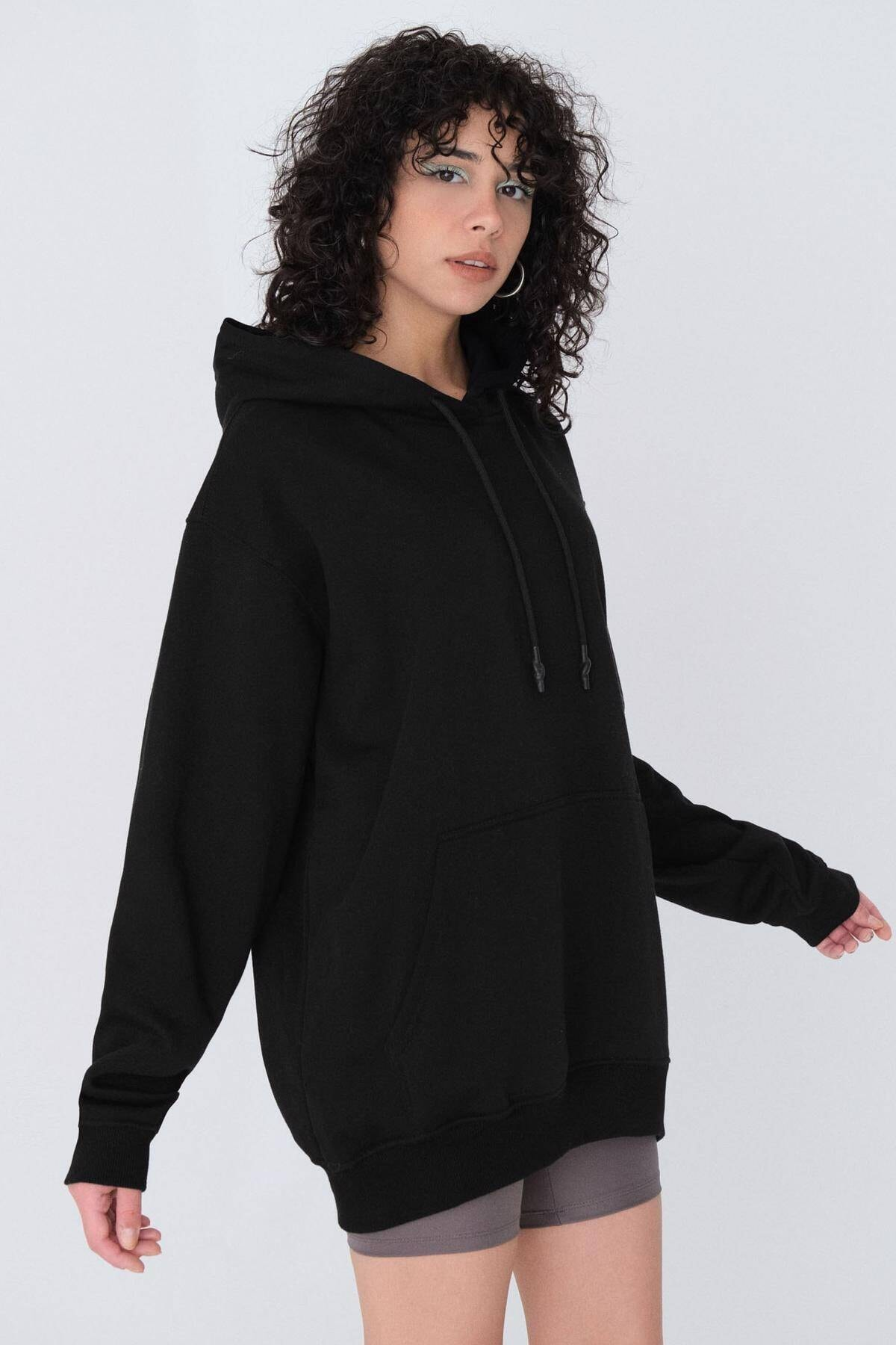 Kadın Siyah Kapüşonlu Oversize Sweat S0925 - N4 - P3 ADX-0000022256