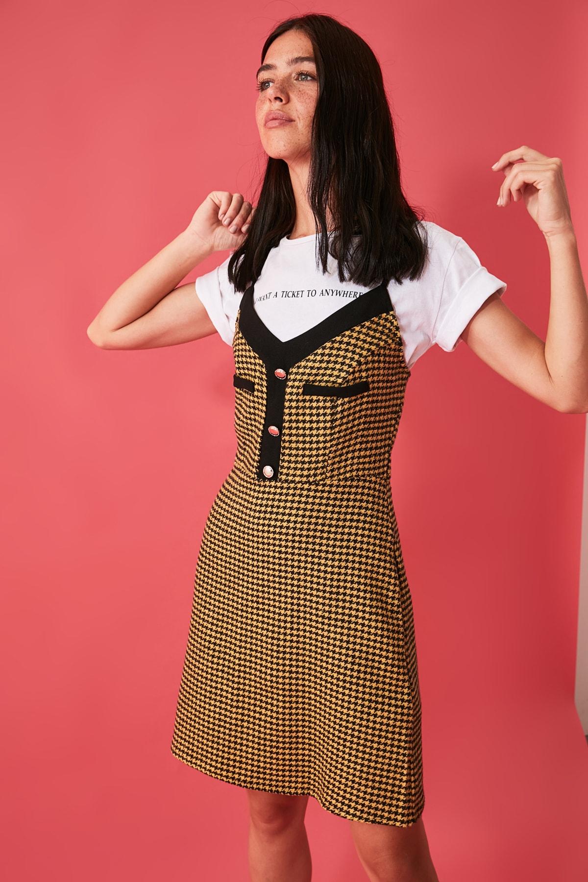 TRENDYOLMİLLA Hardal Düğme Detaylı Jile Elbise TWOAW21EL1495