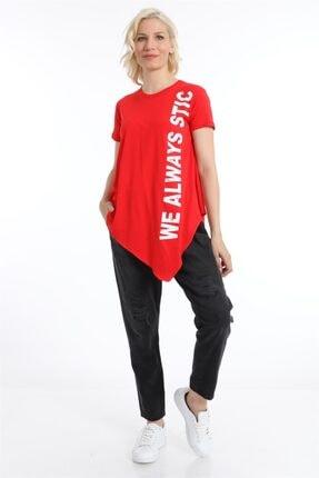 ZİNCiRMODA Kadın Kırmızı Asimetrik Kesim Baskılı Tshirt 1