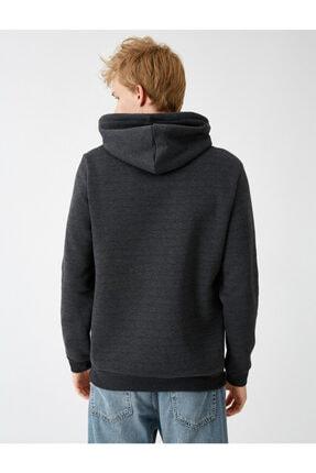 Koton Erkek Gri Kapüşonlu İşlemeli Uzun Kollu Sweatshirt 3