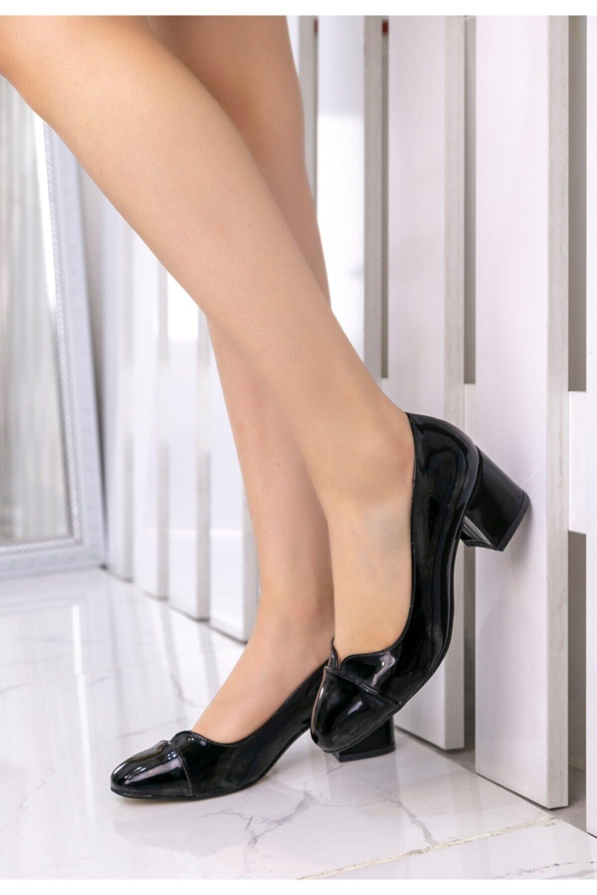 Merkatik Kadın Siyah Rugan Topuklu Ayakkabı