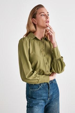 TRENDYOLMİLLA Yeşil Manşet Detaylı Gömlek TWOSS20GO0065 2