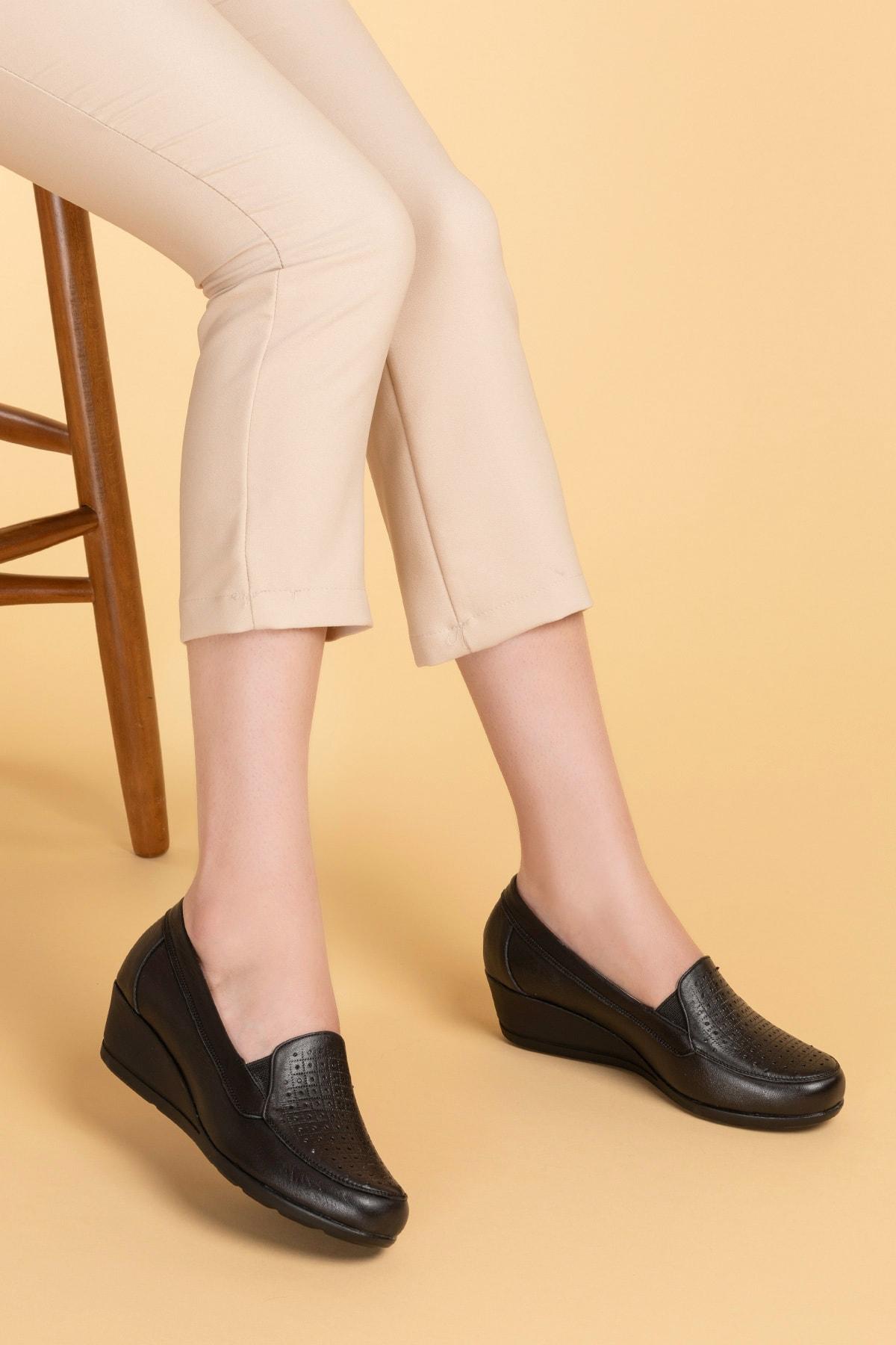 Kadın Siyah Hakiki Deri Ortopedik Taban Ayakkabı