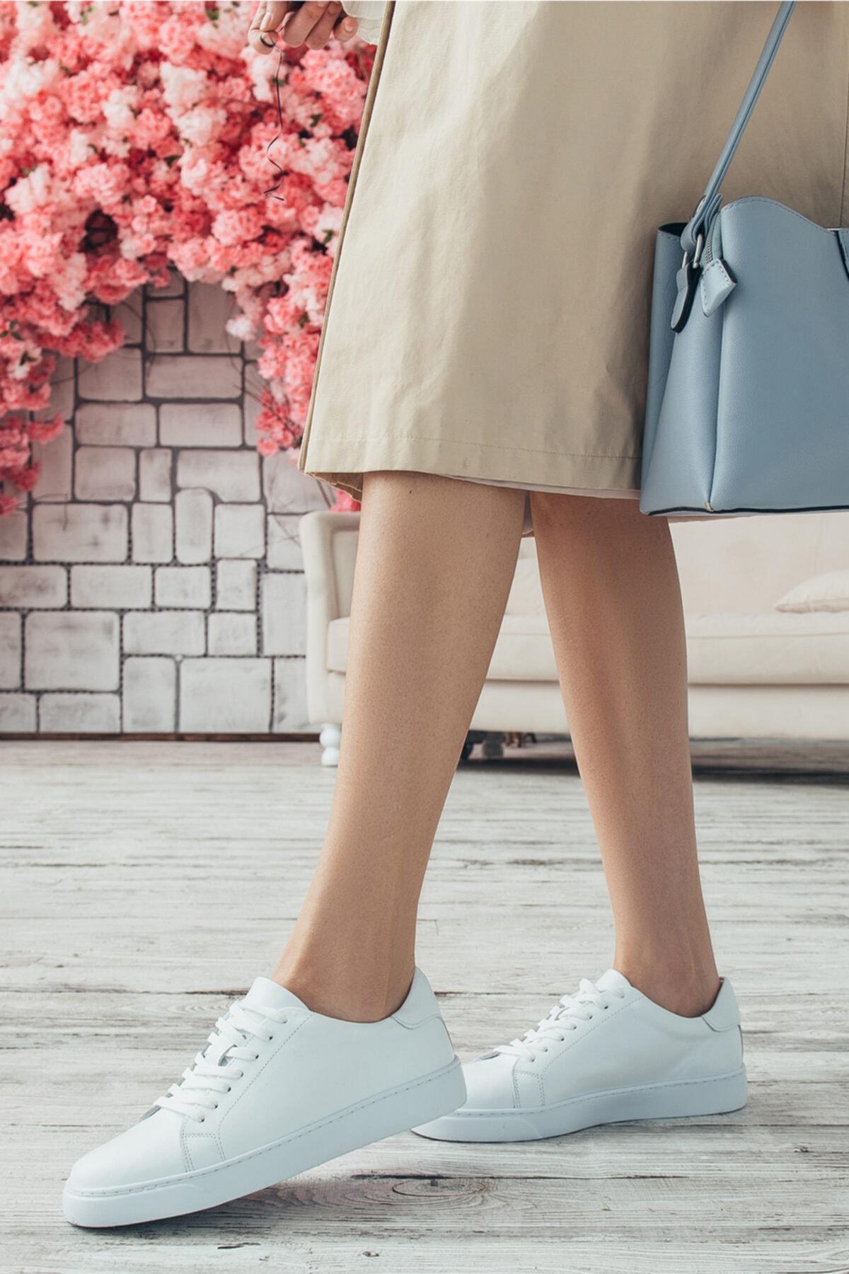 Kadın Sade Beyaz Hakiki Deri Hafif Taban Sneaker Ayakkabı