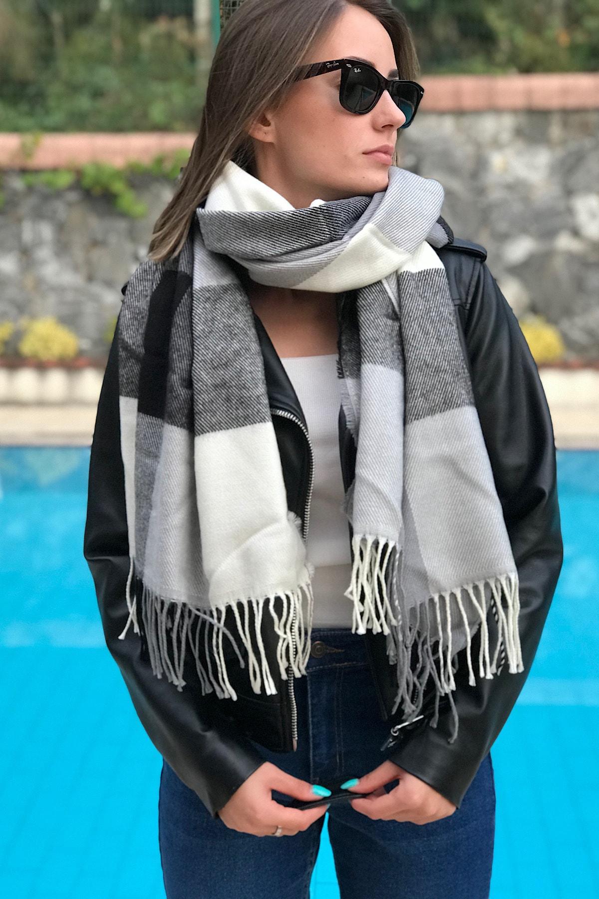 Unisex Siyah Beyaz Ekoseli Uçları Saçaklı Uzun Atkı