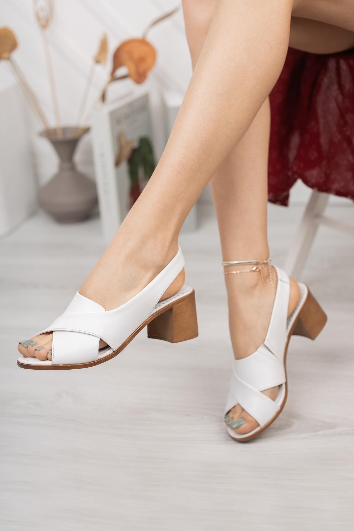 Kadın Beyaz Deri Topuklu Sandalet