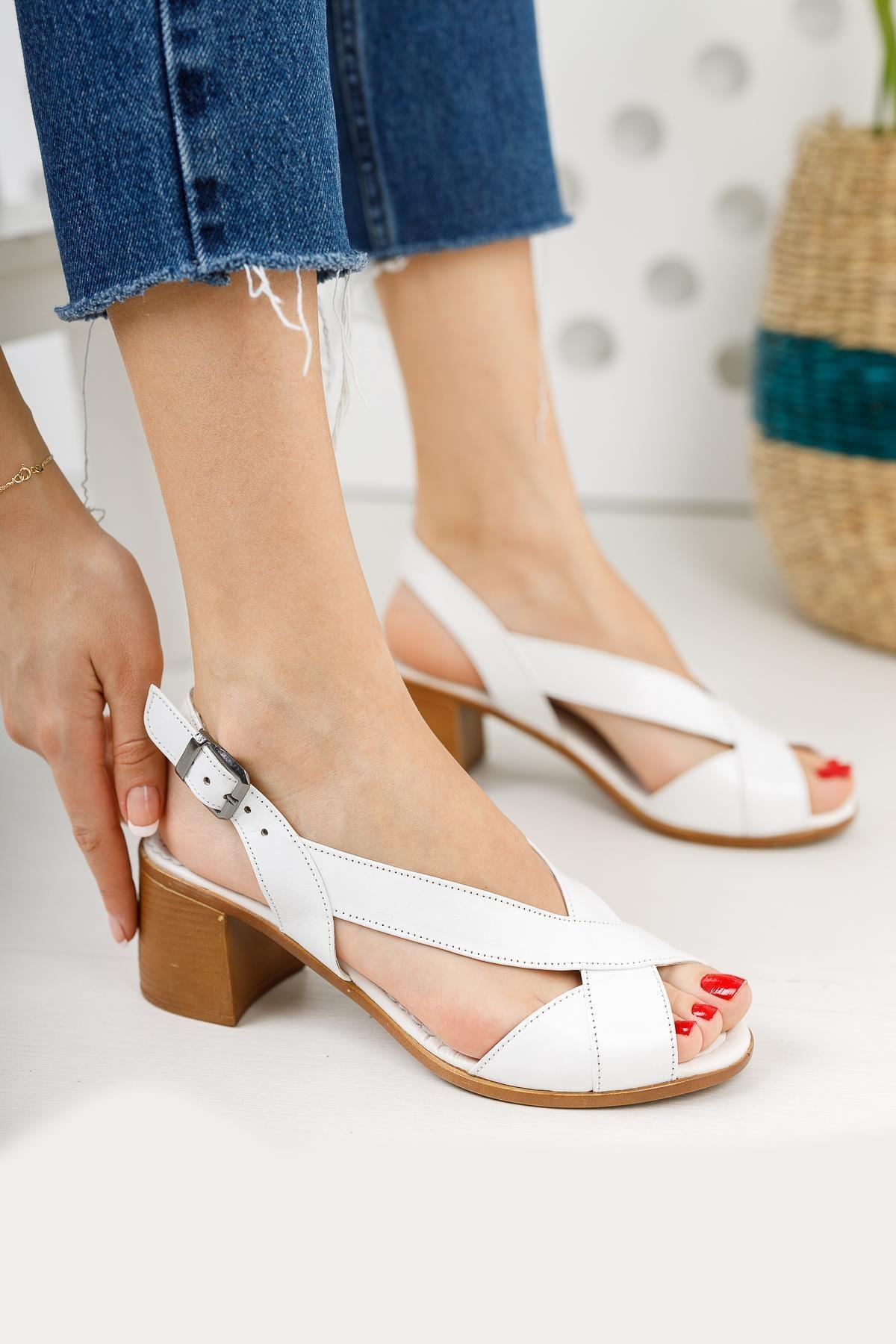 Deri Kadın Günlük Klasik Topuklu Sandalet