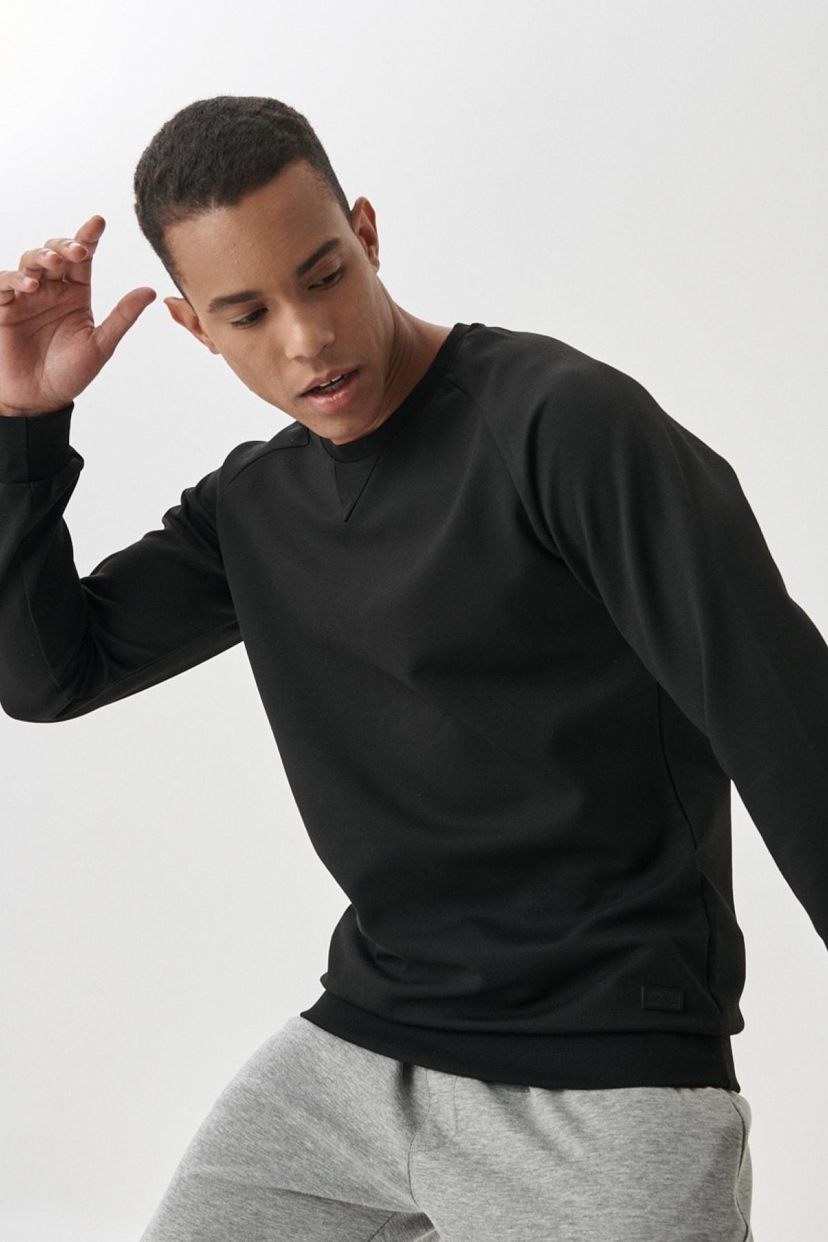 Erkek Siyah Standart Fit Günlük Rahat Bisiklet Yaka Spor Sweatshirt