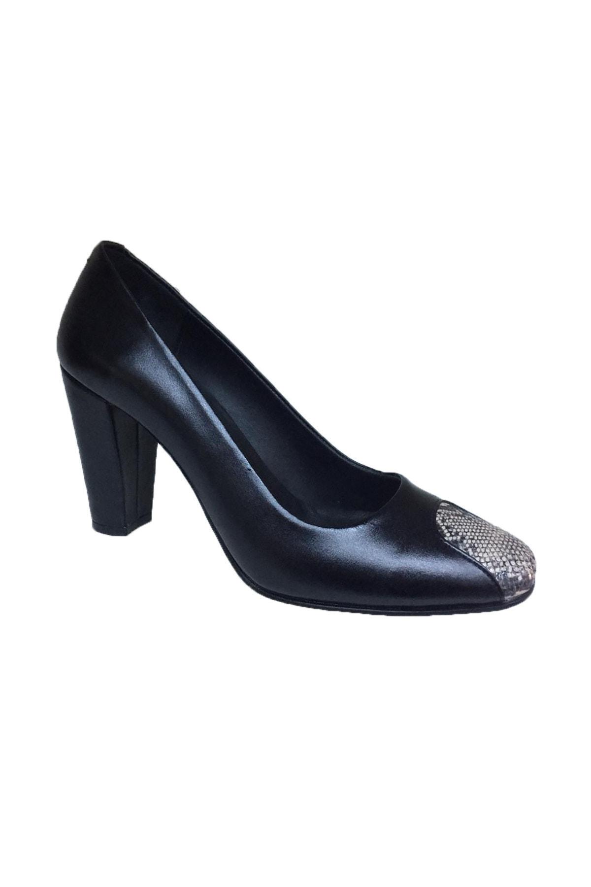Elegan Kadın Siyah Hakiki Deri Yılan Desen Burun Detaylı Şık Topuklu Ayakkabı