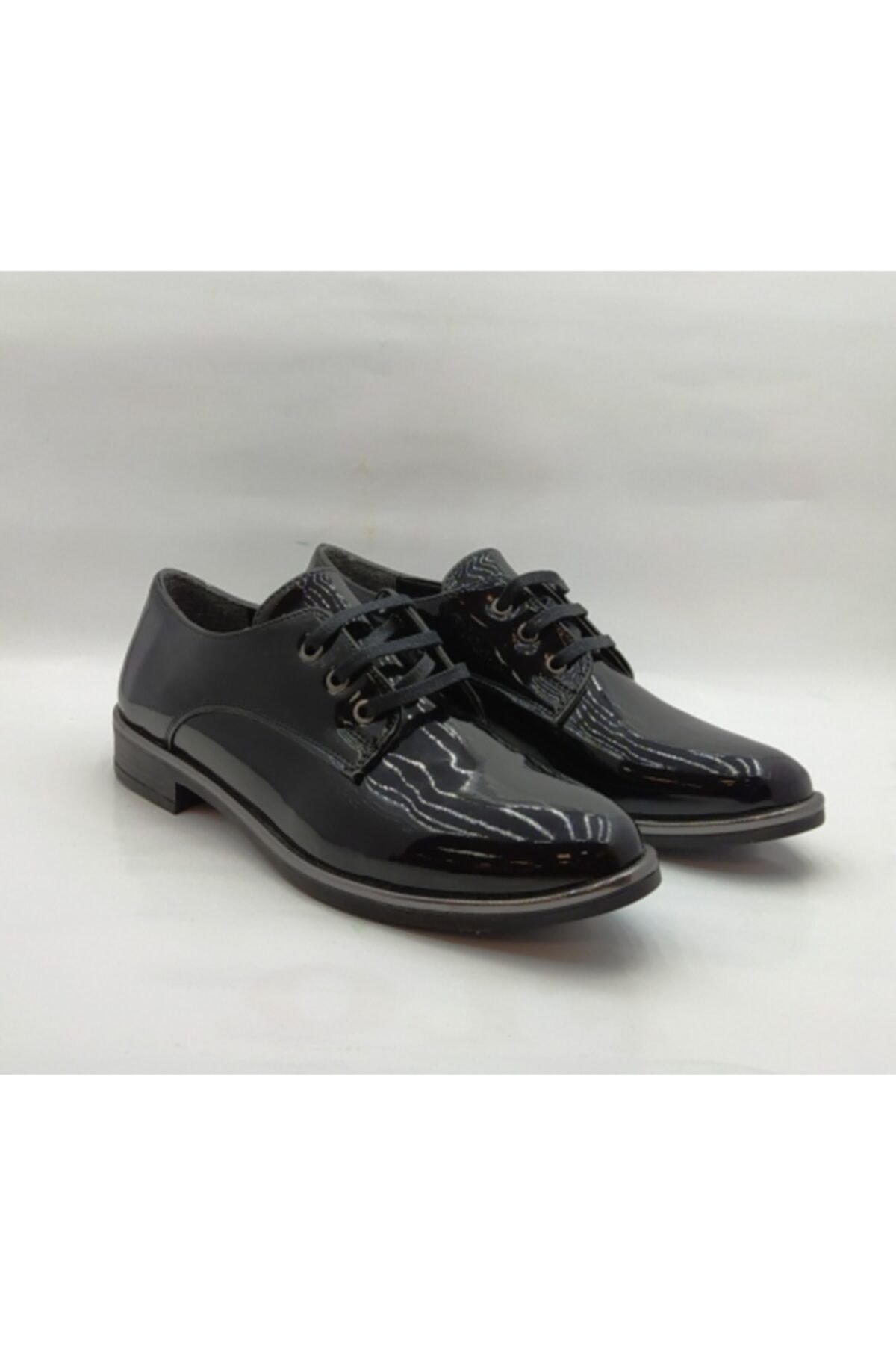 MKN Siyah Rugan Bağcıklı Kadın Klasik Ayakkabı