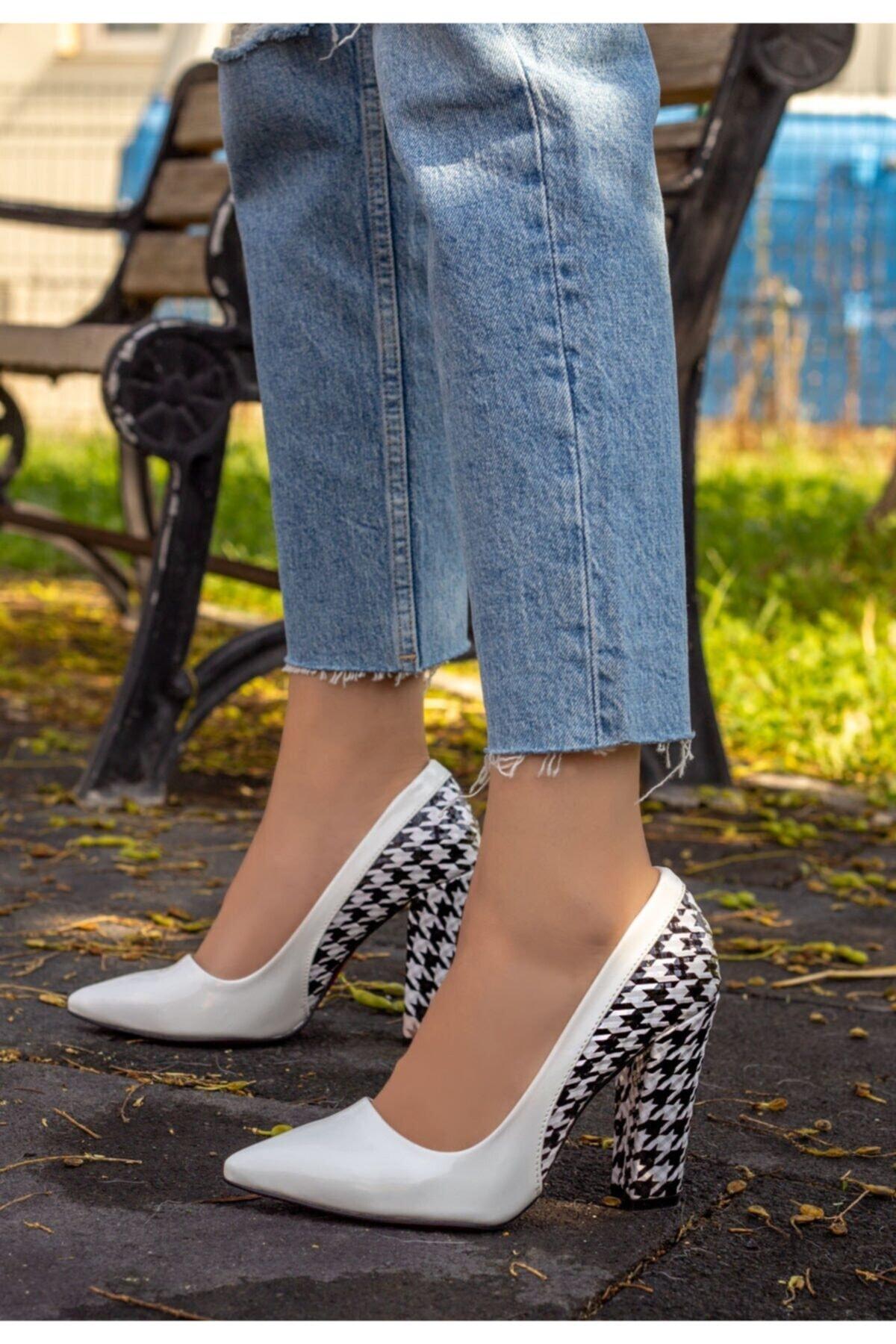 Erbilden Kadın Beyaz Rugan Kaz Ayağı Topuklu Ayakkabı
