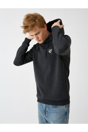 Koton Erkek Gri Kapüşonlu İşlemeli Uzun Kollu Sweatshirt 1