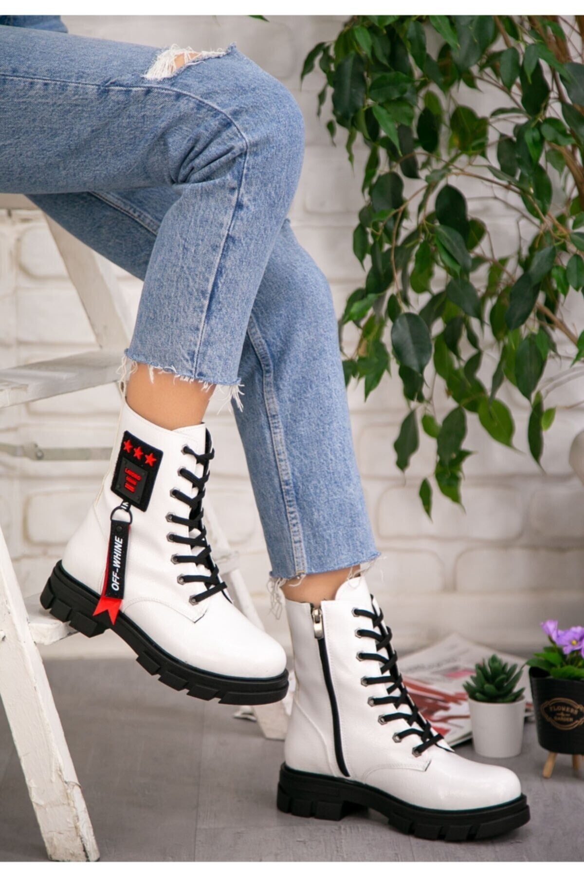 WoW Ayakkabı Kadın Beyaz Rugan Desenli Bağcıklı Bot
