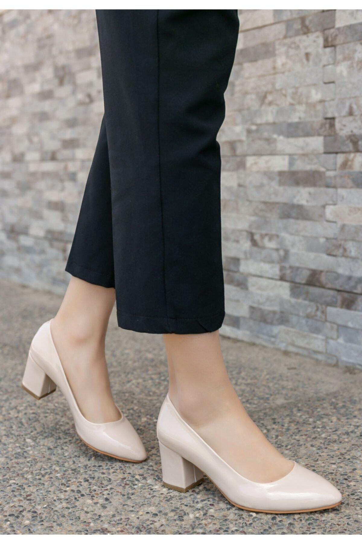 Merkatik Kadın Krem Lehisa Rugan Topuklu Ayakkabı