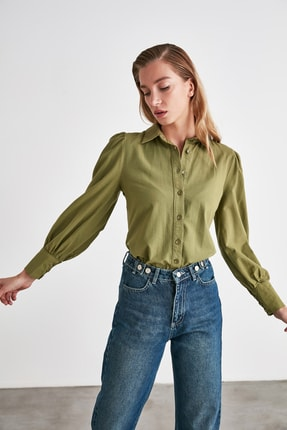 TRENDYOLMİLLA Yeşil Manşet Detaylı Gömlek TWOSS20GO0065 1