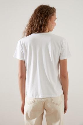 TRENDYOLMİLLA Beyaz Bisiklet Yaka Semi Fitted Baskılı Örme T-Shirt TWOSS21TS2950 3