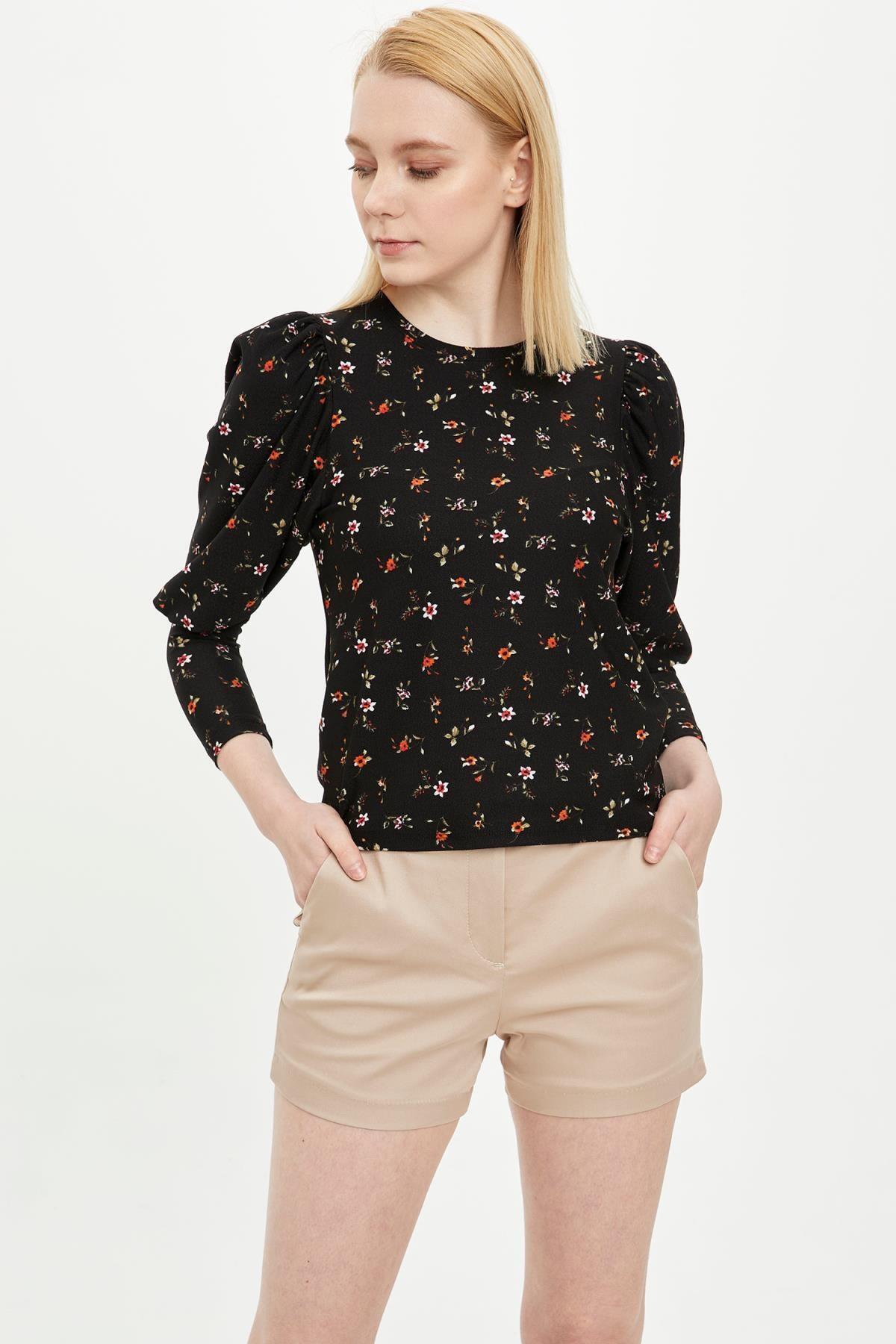 Çiçek Desenli Uzun Kollu Tişört