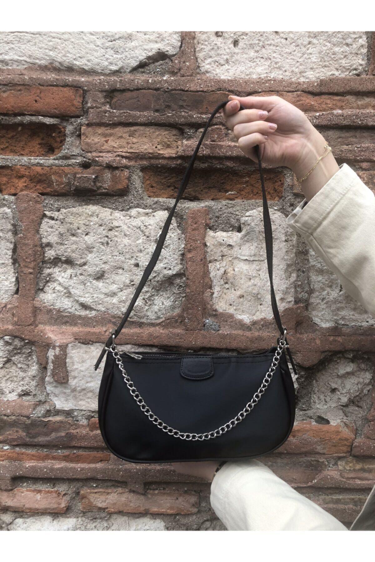 Kadın Siyah İnce Zincirli Baget Çanta