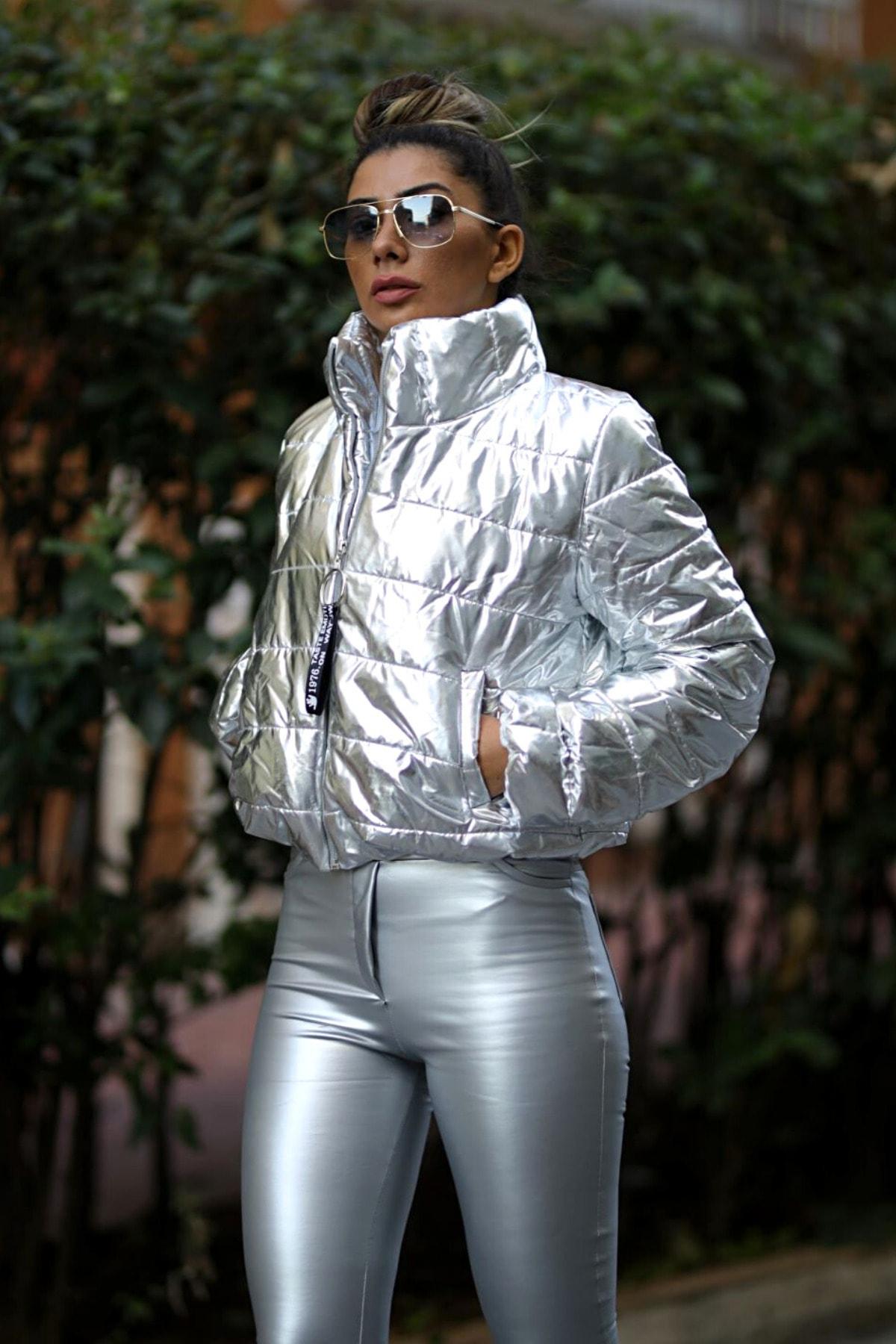 Keyifli Moda Kadın Gümüş Şişme Dik Yaka Fermuar Kapamalı Mont