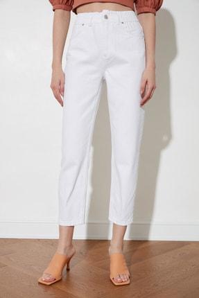 TRENDYOLMİLLA Beyaz Beli Lastikli Yüksek Bel Mom Jeans TWOSS20JE0428 3