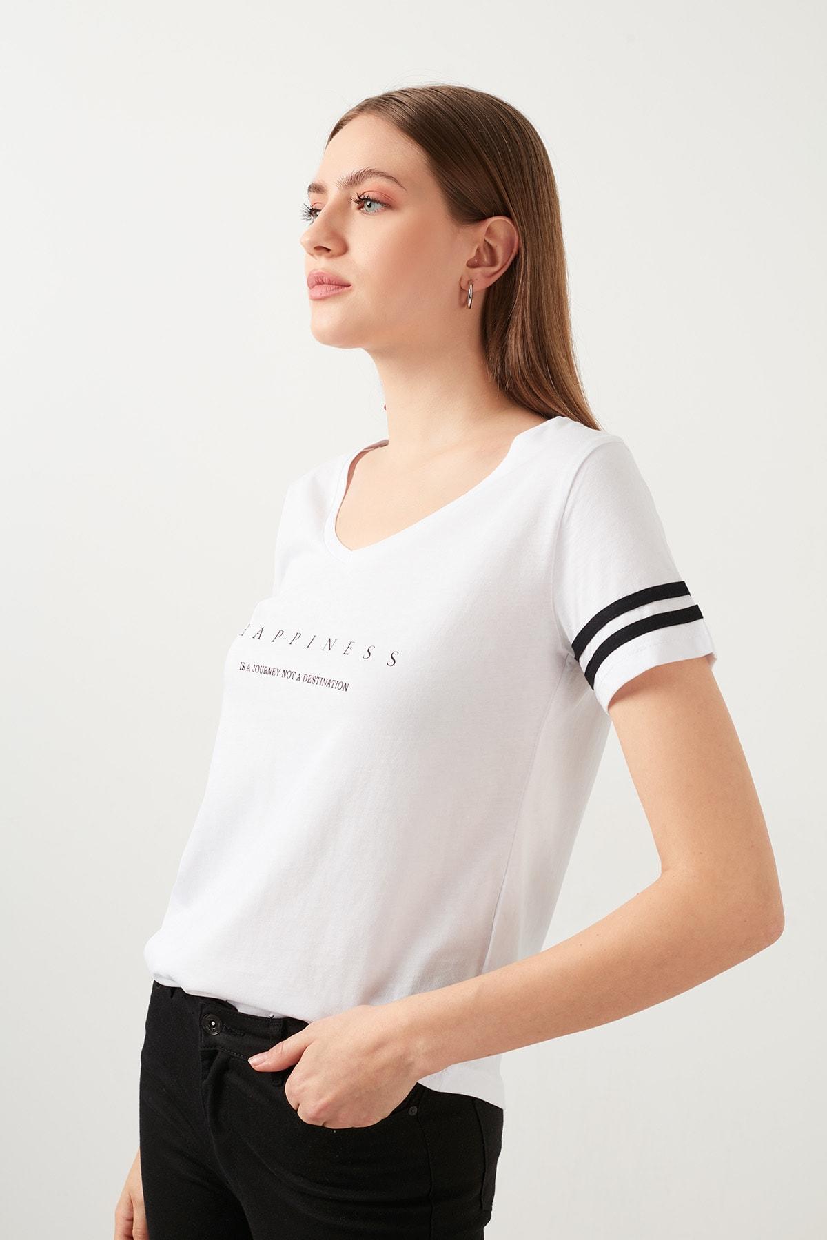 Lela Baskılı V Yaka T Shirt KADIN T SHİRT 5411037 1