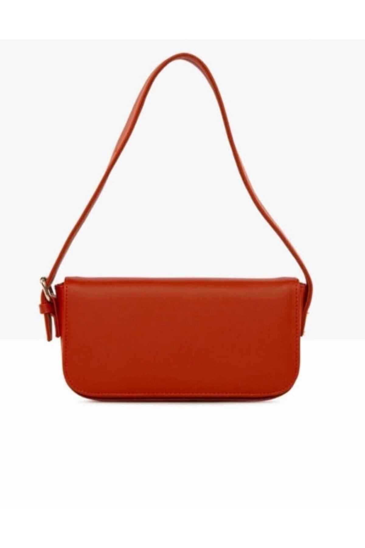 Kadın Kırmızı Kapaklı Baget Omuz Çantası
