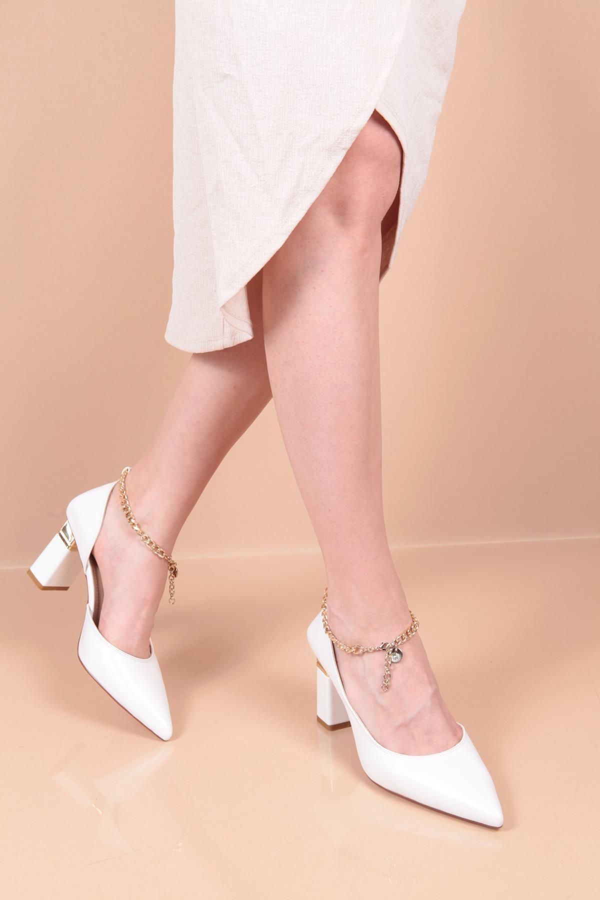 Capone 1201 Kadın Zincirli Topuklu Ayakkabı