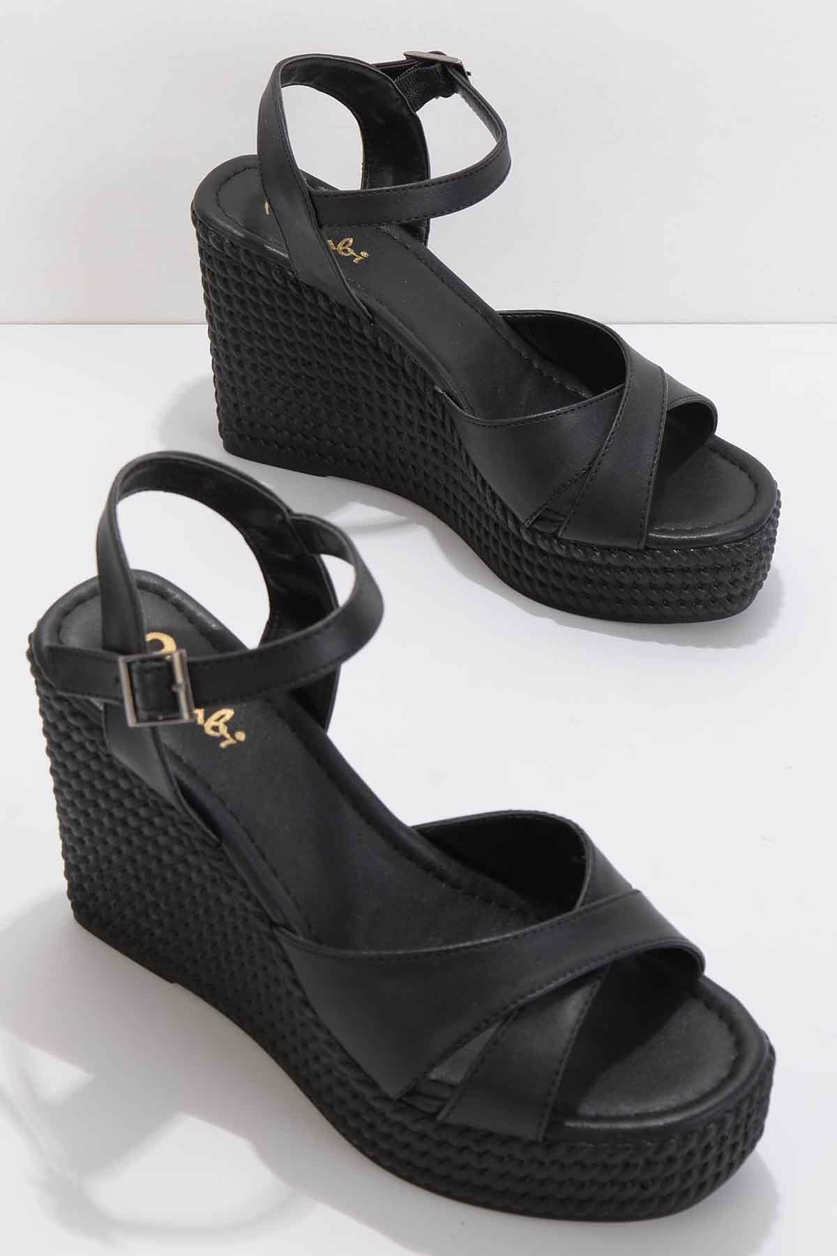 Siyah Kadın Sandalet K05671304009