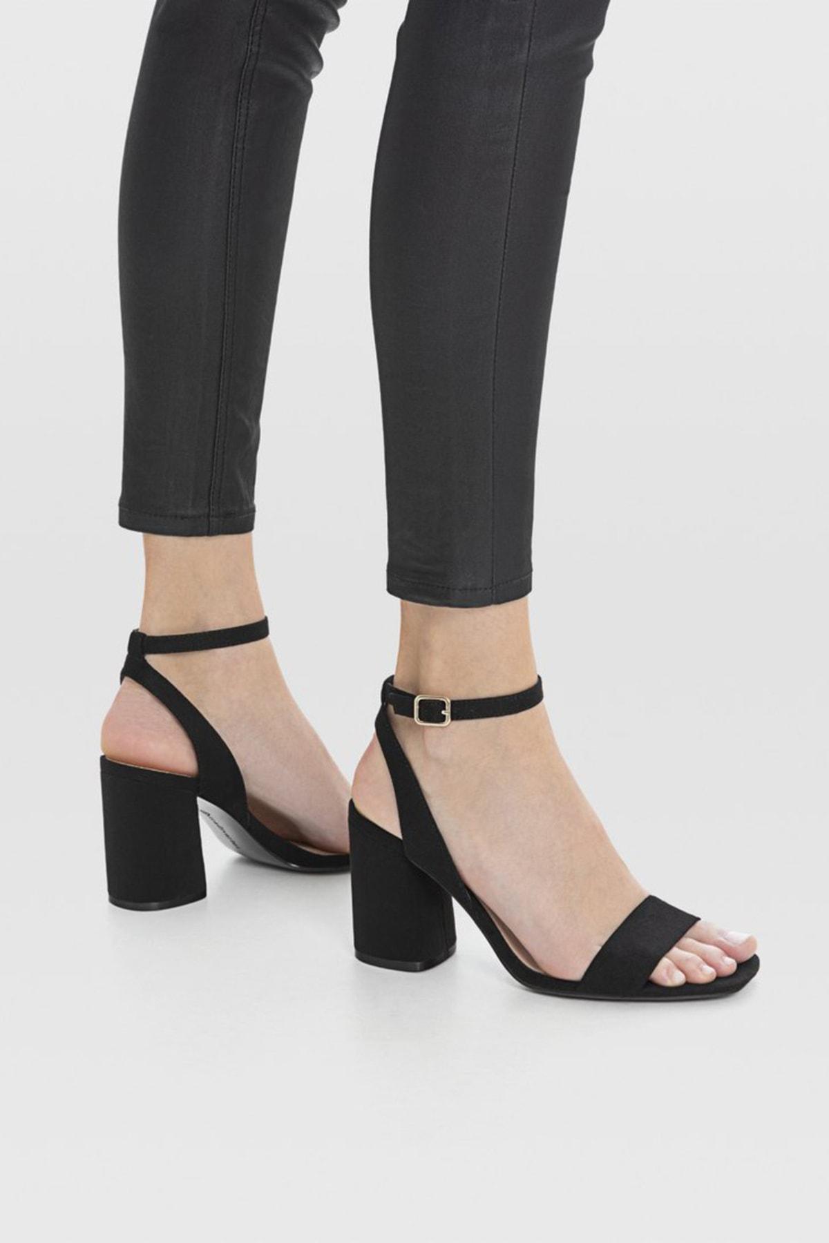 Stradivarius Kadın Siyah Bilekten Bantlı Topuklu Sandalet 19202570 4