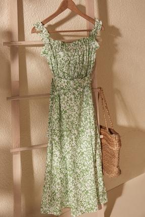 TRENDYOLMİLLA Yeşil Kemerli Büzgü Detaylı Desenli Elbise TWOSS20EL2260 1