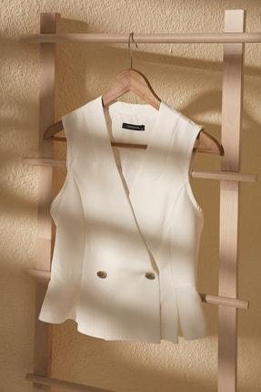 TRENDYOLMİLLA Beyaz Kruvaze Kolsuz Bluz TWOSS20BZ1449 0