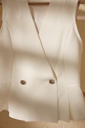 TRENDYOLMİLLA Beyaz Kruvaze Kolsuz Bluz TWOSS20BZ1449 1