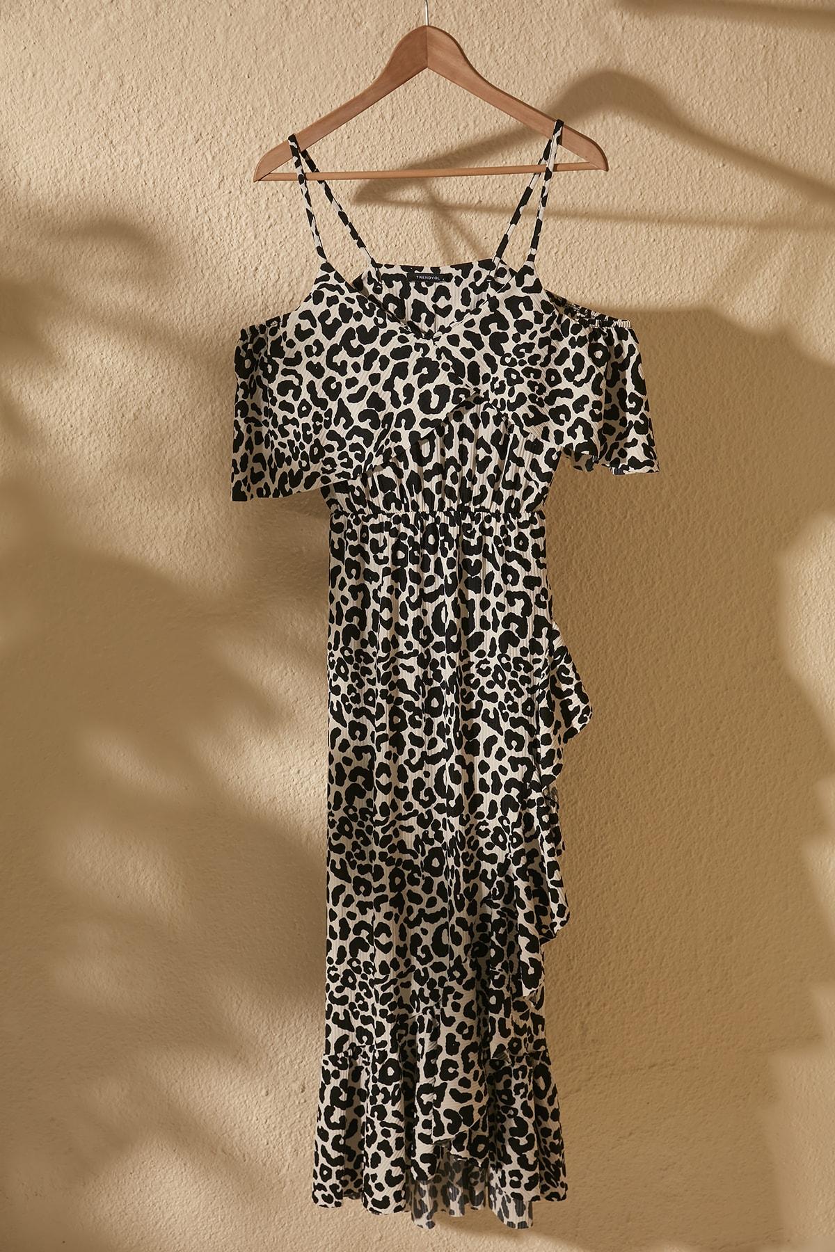 Çok Renkli Desenli Volanlı Carmen Yaka Örme Elbise TWOSS20EL2728