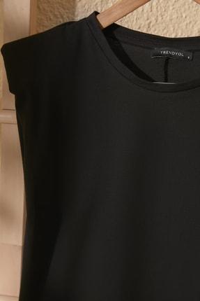 TRENDYOLMİLLA Siyah Vatkalı Basic Örme T-Shirt TWOSS20TS0866 1