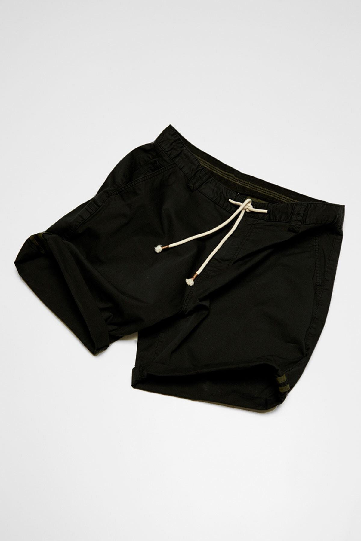 Pull & Bear Erkek Siyah Kumaş boyalı basic bermuda 05690504 1