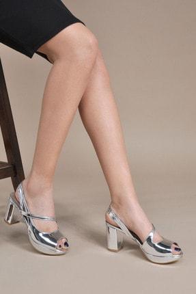 تصویر از Kadın  Gümüş Klasik Topuklu Ayakkabı VZN20-046Y